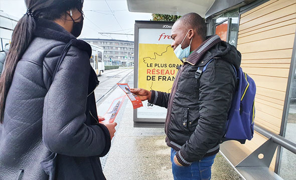 Street Marketing- Flyers -Hétis - Keemia Lyon agence de marketing locale en région Rhône Alpes