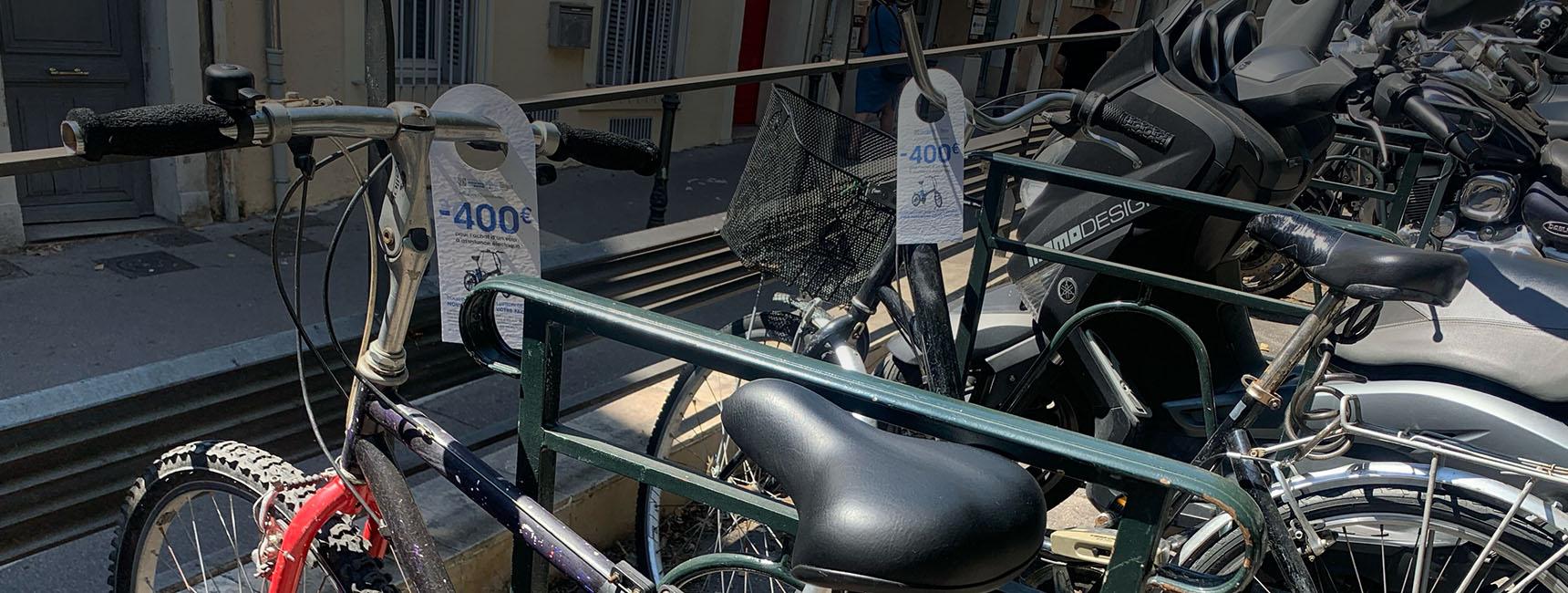 Street Marketing cravates pour le Conseil départemental des Bouches-du-Rhône - Keemia Marseille agence de Marketing locale en région PACA