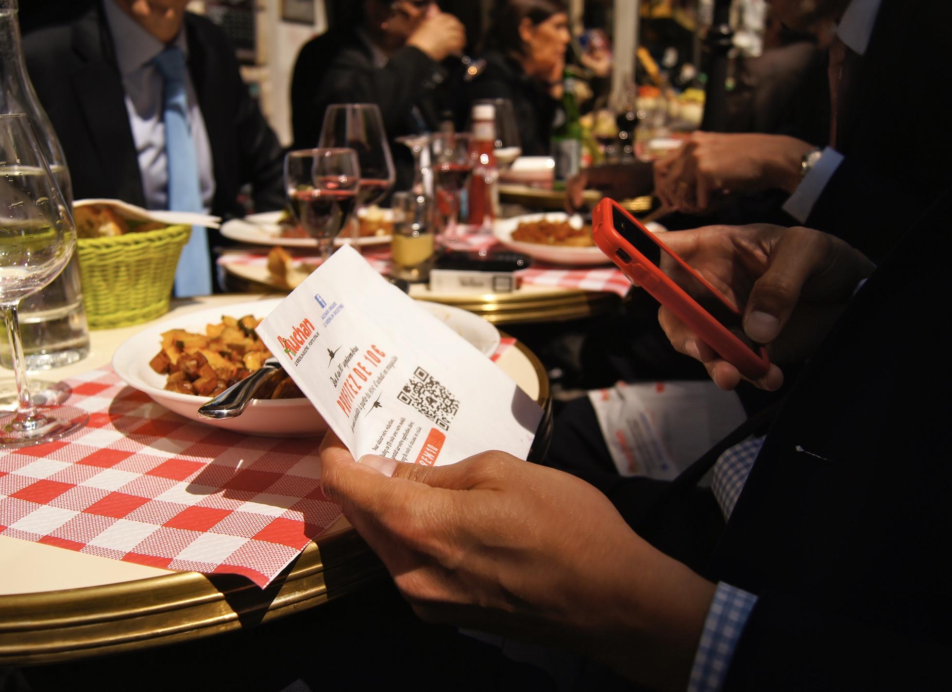 Serviette de table publicitaire, support tactique - Média tactique - Keemia Paris Agence marketing local en région Île-de-France