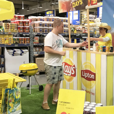 Espace degustation instore à l'occasion des Summer Days avec Pepsico - Keemia Shopper Marketing - Agence d'activation shopper marketing phygitale