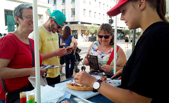 Pizza hut street marketing distribution pizzas Keemia Tours Agence marketing local en région Centre Normandie