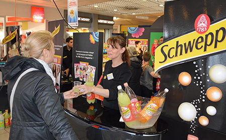Les shoppers font la une avec Schweppes - Keemia Agence Hors média, Shopper Marketing, Evénementiel